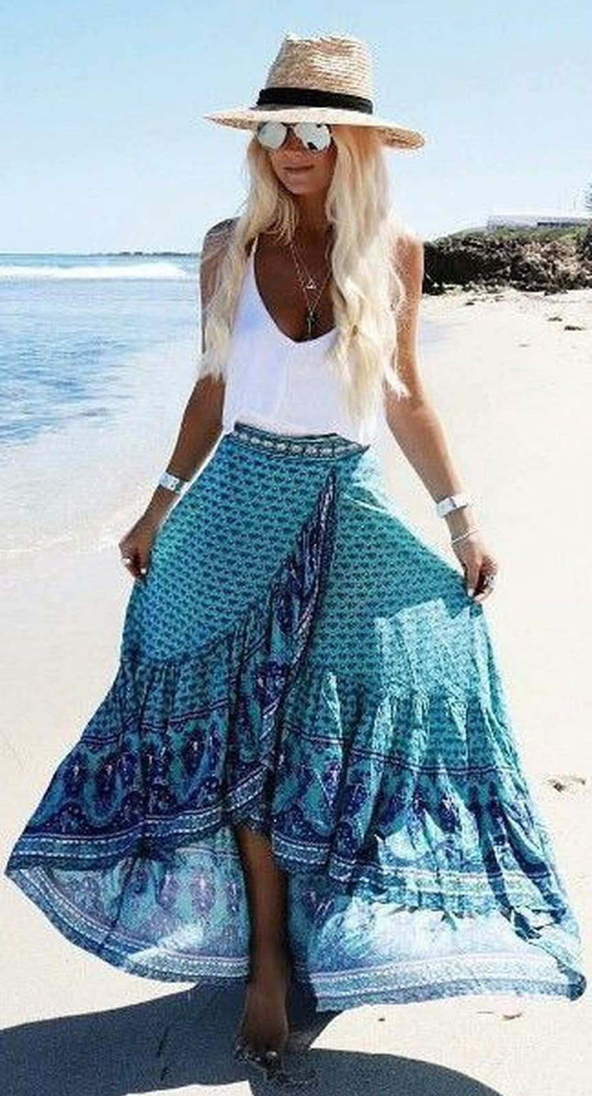 bohemian style addiction / hat + white top + maxi printed skirt