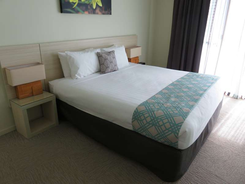 Mantra Geraldton bedroom