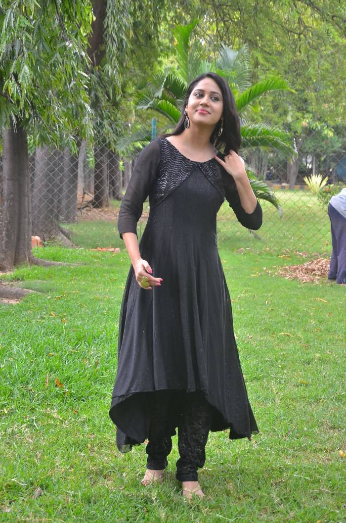 Mia George Latest Beautiful Photos In Black Dress