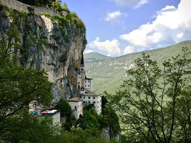 Santuario Madonna della Corona - Lago di Garda, Spiazzi