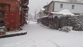 Αποκλεισμένο από τα χιόνια το Άγιο Όρος (φωτογραφίες)