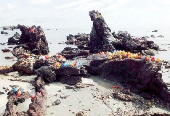 Lebih 300 Objek Misteri Dijumpai Di Pantai Tanjung Balau, Johor