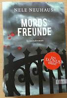 """das Cover von """"Mordsfreunde"""" zeigt einen Zaun vor einem dunklen Himmel"""