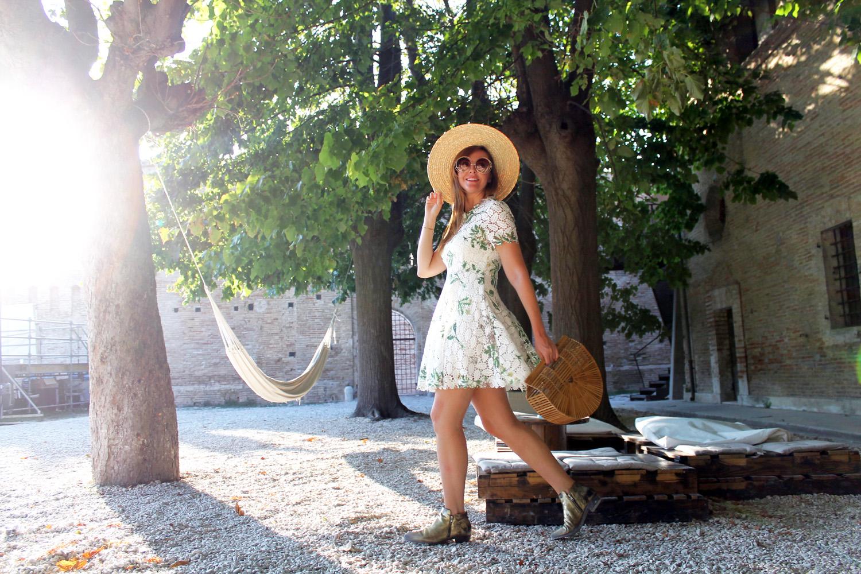 mini abito bianco in pizzo blogger