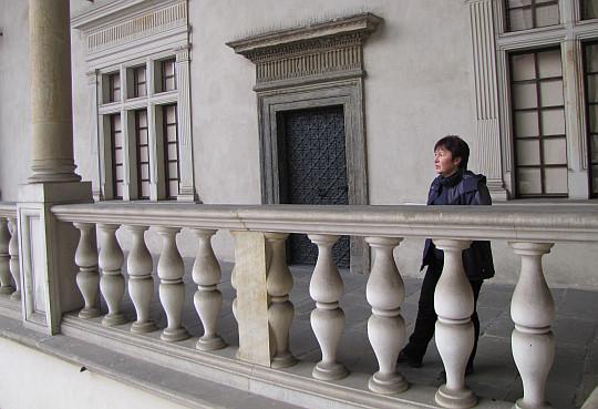 Zamek Królewski na Wawelu. Na krużganku.