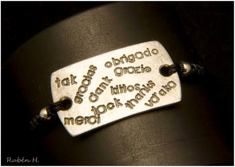 Pulsera chapa de plata gracias Joyería artesanal personalizada