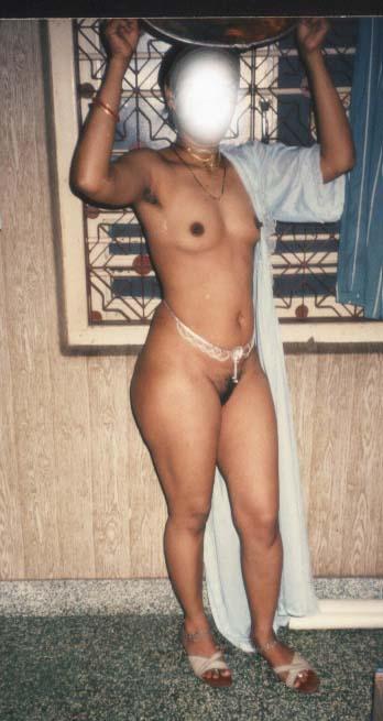 Nackte indische Bauchketten-Tanten, Reife Muschi lecken Nahaufnahme