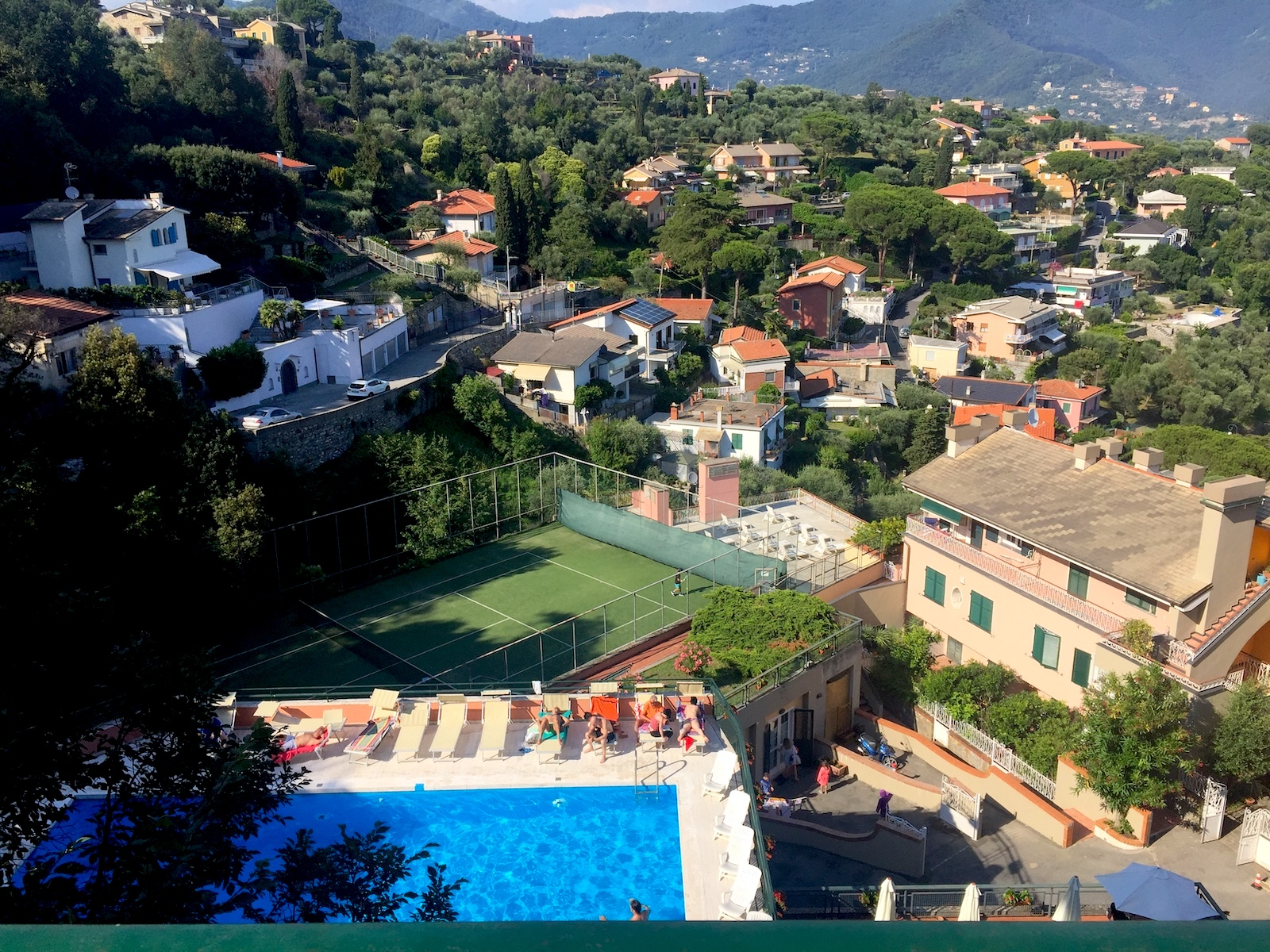 Swimming pool, tennis court and Facilities of the apartment