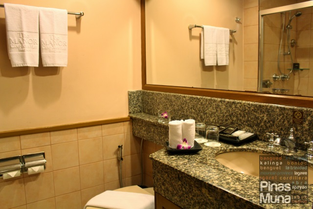 ensuite bathroom at The Manor at Camp John Hay Baguio