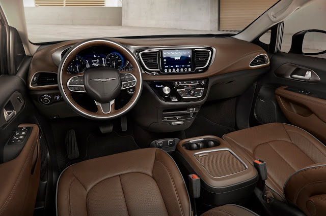Interior view of 2017 Chrysler Pacifica Touring L Plus