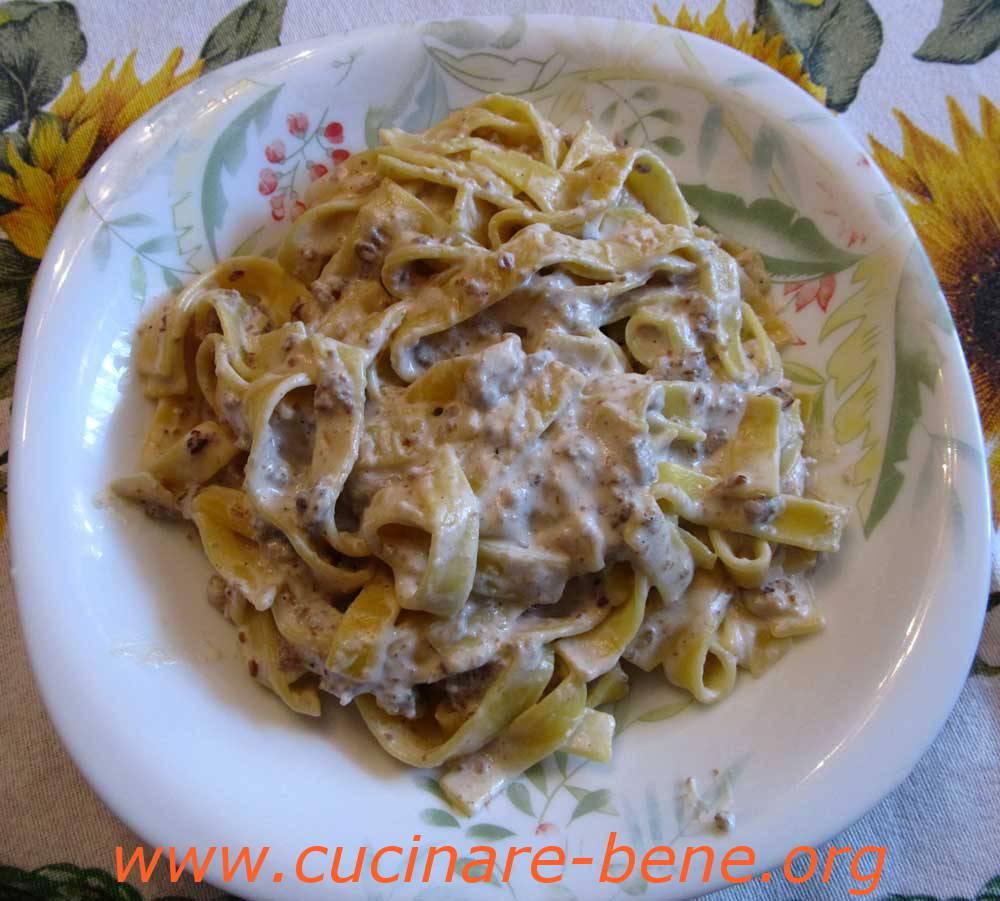 Pasta salsiccia e panna cucinare bene ricette for Cucinare salsiccia