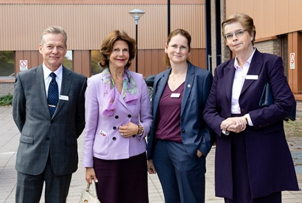Queen Silvia visited Dalens Hospital which is one of the clinics specialized in dementia in Stockholm. New official portraits of Queen Silvia