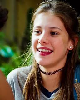 Anjinha (Caroline Dallarosa) fica esperançosa quando é chamada por Cleber (Gabriel Santana)