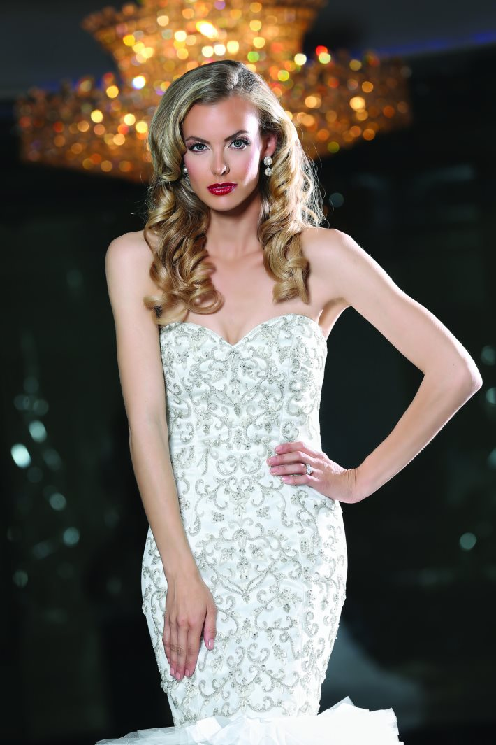 Image 3: Style and Glamor in the Wedding Day
