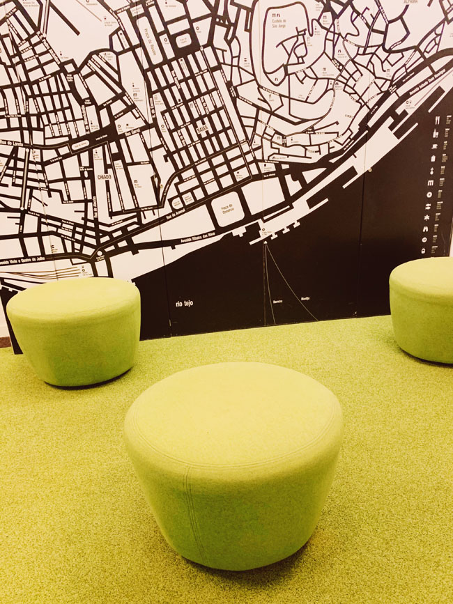 Where to stay in Lisbon - Gat Rooms Rossio - green lobby with city map