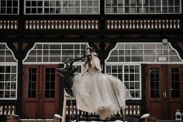 Sesja zdjęciowa stylizowana z udziałem sukni od Cymballa Atelier.