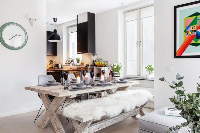 Detalii din lemn nefinisat într-un apartament de 77 m²