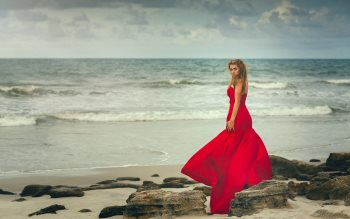 Wallpaper: Lady in red dress on the ocean beach