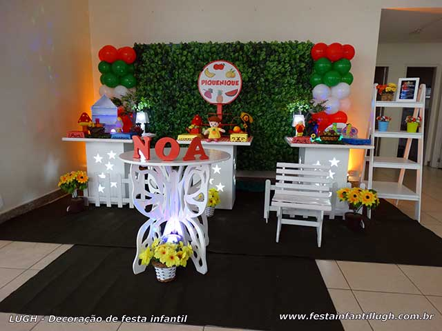 Mesa decorada provençal para festa infantil tema Piquenique