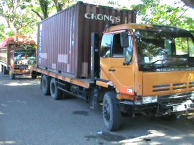 peace journalism 7 truk dan kontainer pengakut kayu. Black Bedroom Furniture Sets. Home Design Ideas