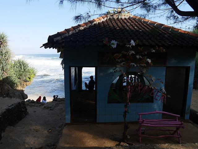 Masjid di Pantai Ngobaran