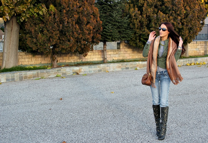 skinny jeans and boots fall outfits and looks
