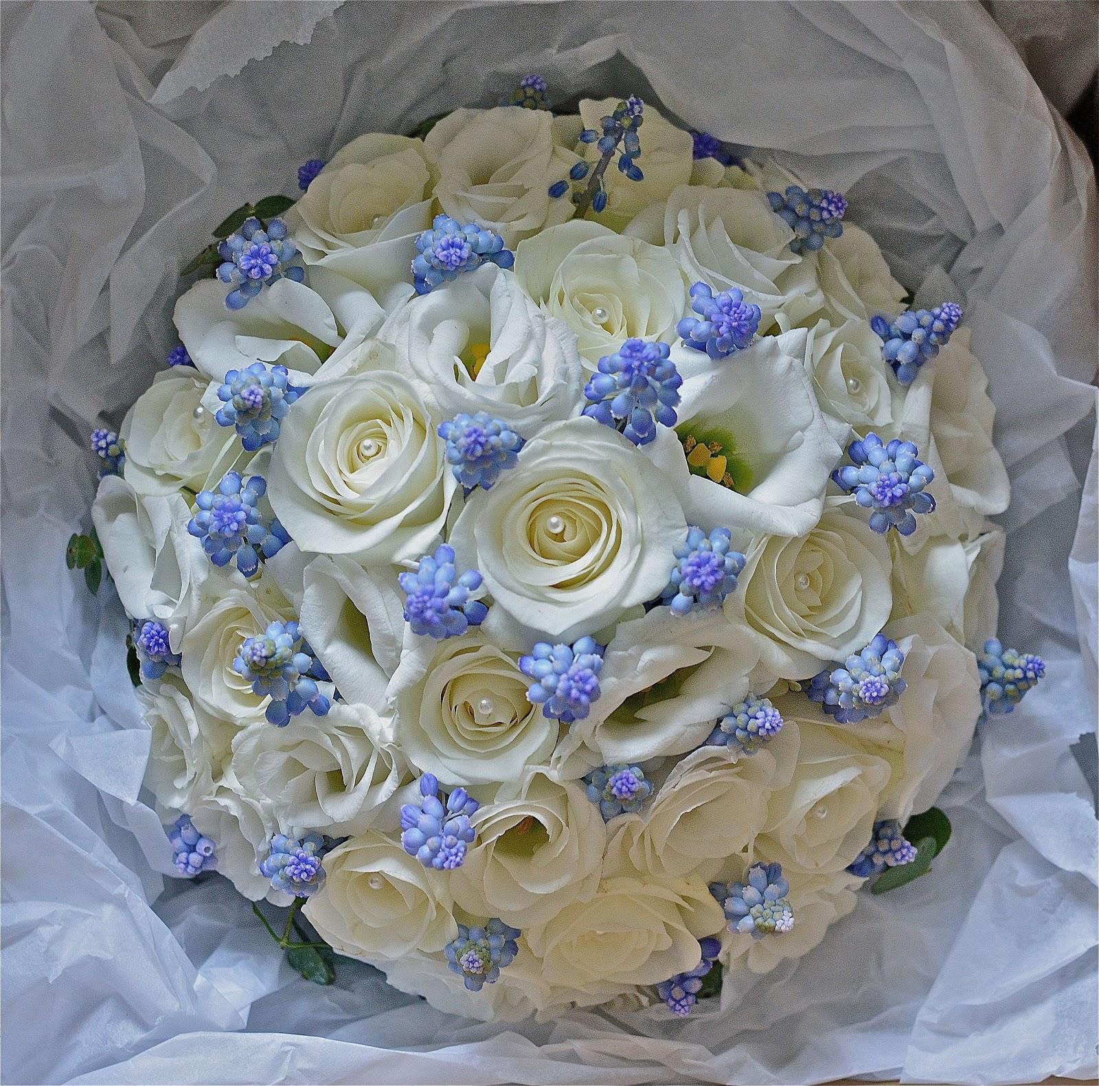 wedding flowers blog nicola 39 s blue and white spring flowers. Black Bedroom Furniture Sets. Home Design Ideas