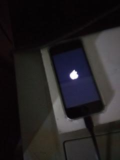 menghidupkan iphone 5 kehabisan baterai