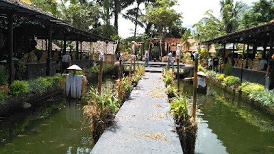 Suasana-Waroeng-Raminten-Jakal