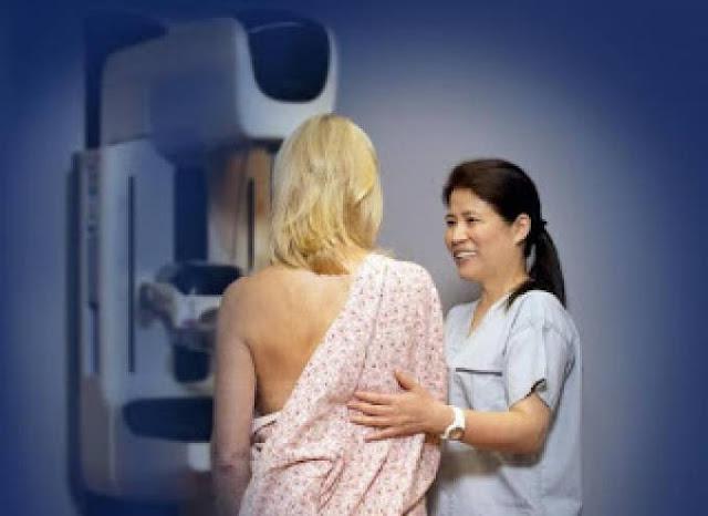 عادتان تمارسهما النساء يوميا تسببان سرطان الثدي  للنساء فقط.. احذرن!