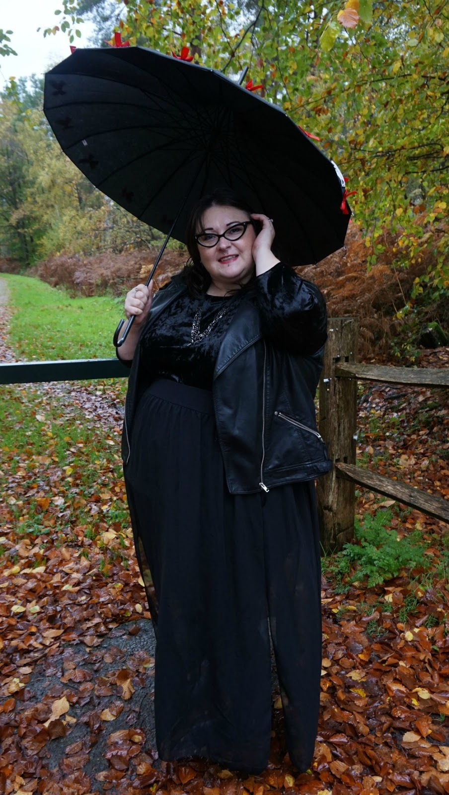 PLUS SIZE GOTHIC BLACK OOTD OUTFIT VELVET DRESS PLEATHER GILET CHIFFON MAXI SKIRT GOTHIC ALTERNATIVE