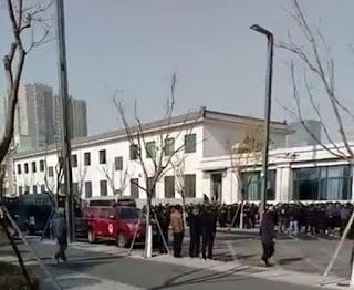 """山西600多位""""民代幼""""教师到省政府上访维权讨公道"""
