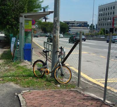 oBike at bus stop, LDP Damansara Utama