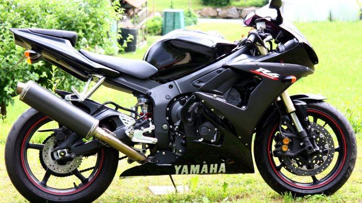 Wallpaper 2: Yamaha Motorcycle R6 600