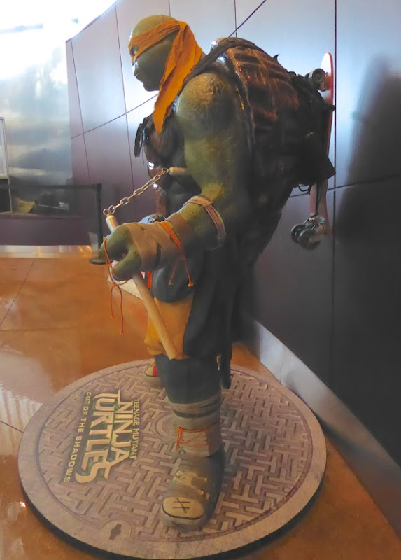 Teenage Mutant Ninja Turtles 2 Michelangelo statue