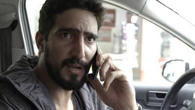 Jamil (Renato Góes) vira refém de Youssef em 'Órfãos da Terra' — Foto: TV GLOBO