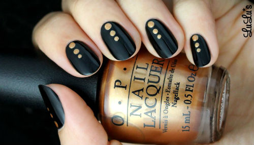 decoraciones de uñas en negro