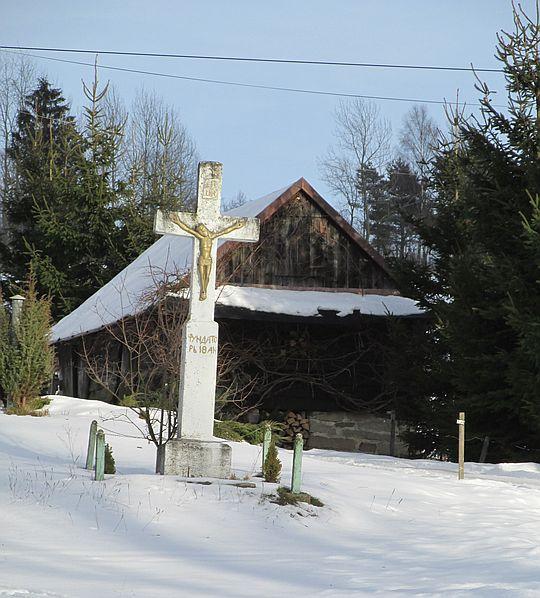 Rzadziej spotykany na Łemkowszczyźnie krzyż typu łacińskiego.