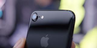 Lý do ống kính iPhone 7 dễ trầy