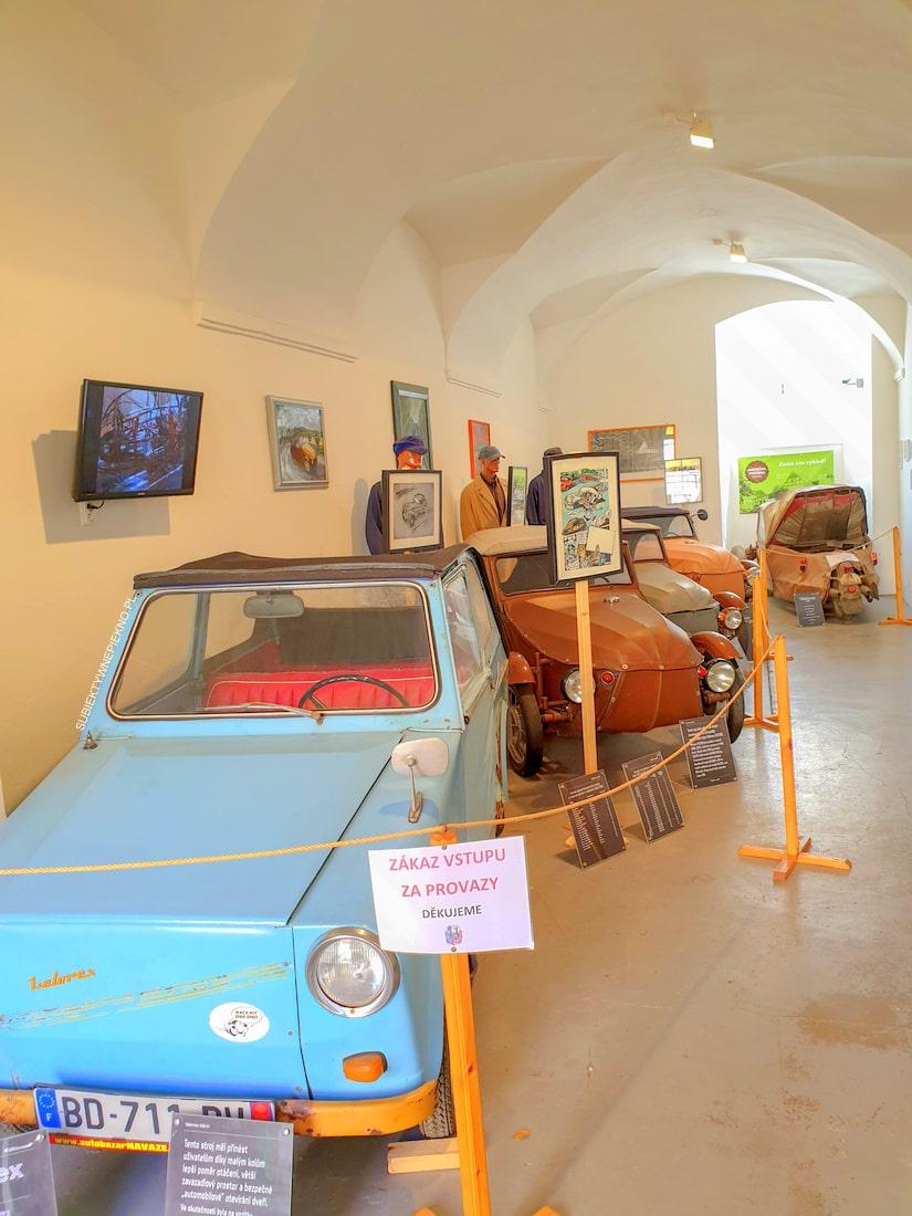 Nowe miasto nad Metują zamek, wystawa starych aut Czechy