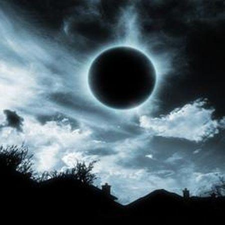 Resultado de imagem para lua negra