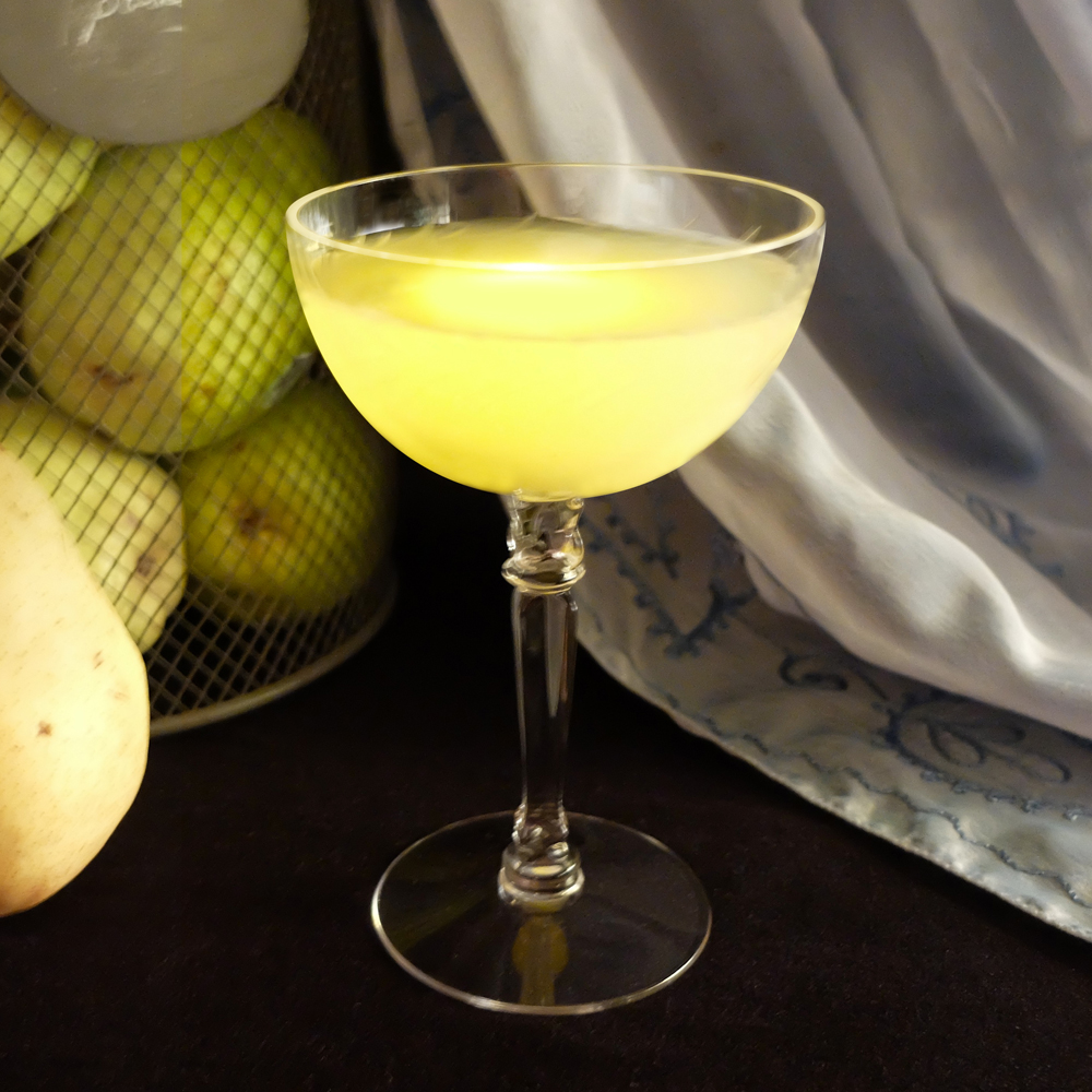 Make a fresh pear puree cocktail for your next autumn party.