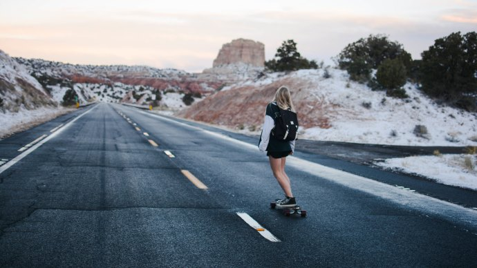 Wallpaper: Lady on Skateboard