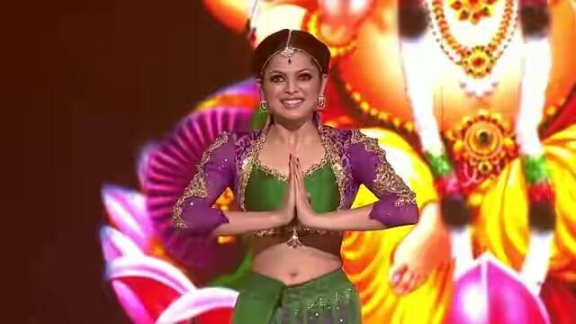 Geet Serial Actress Drashti Dhami rare sexy navel image Gallery