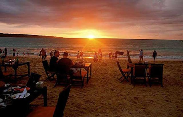 Sunset Pantai Jimbaran di Bali