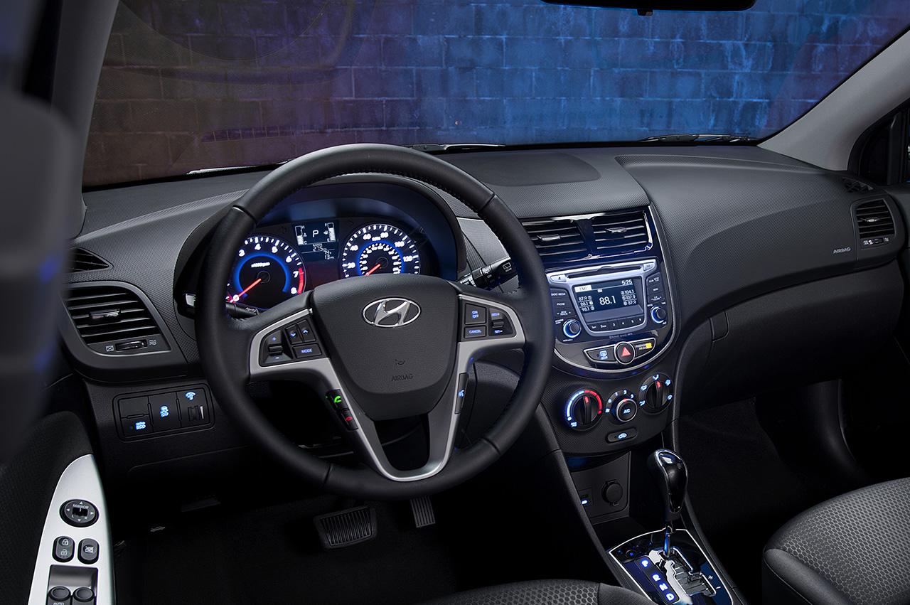 Đánh giá xe Hyundai Accent 2016