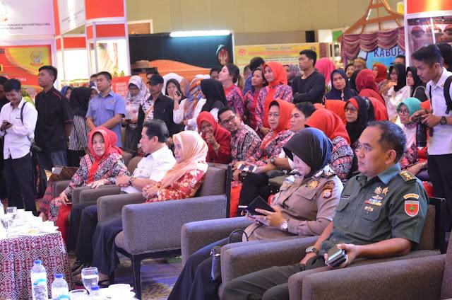 Pj Ketua TP PKK Sinjai Ikuti Pameran Kerajinan Nasional Daerah dan Produk Industri Nusantara