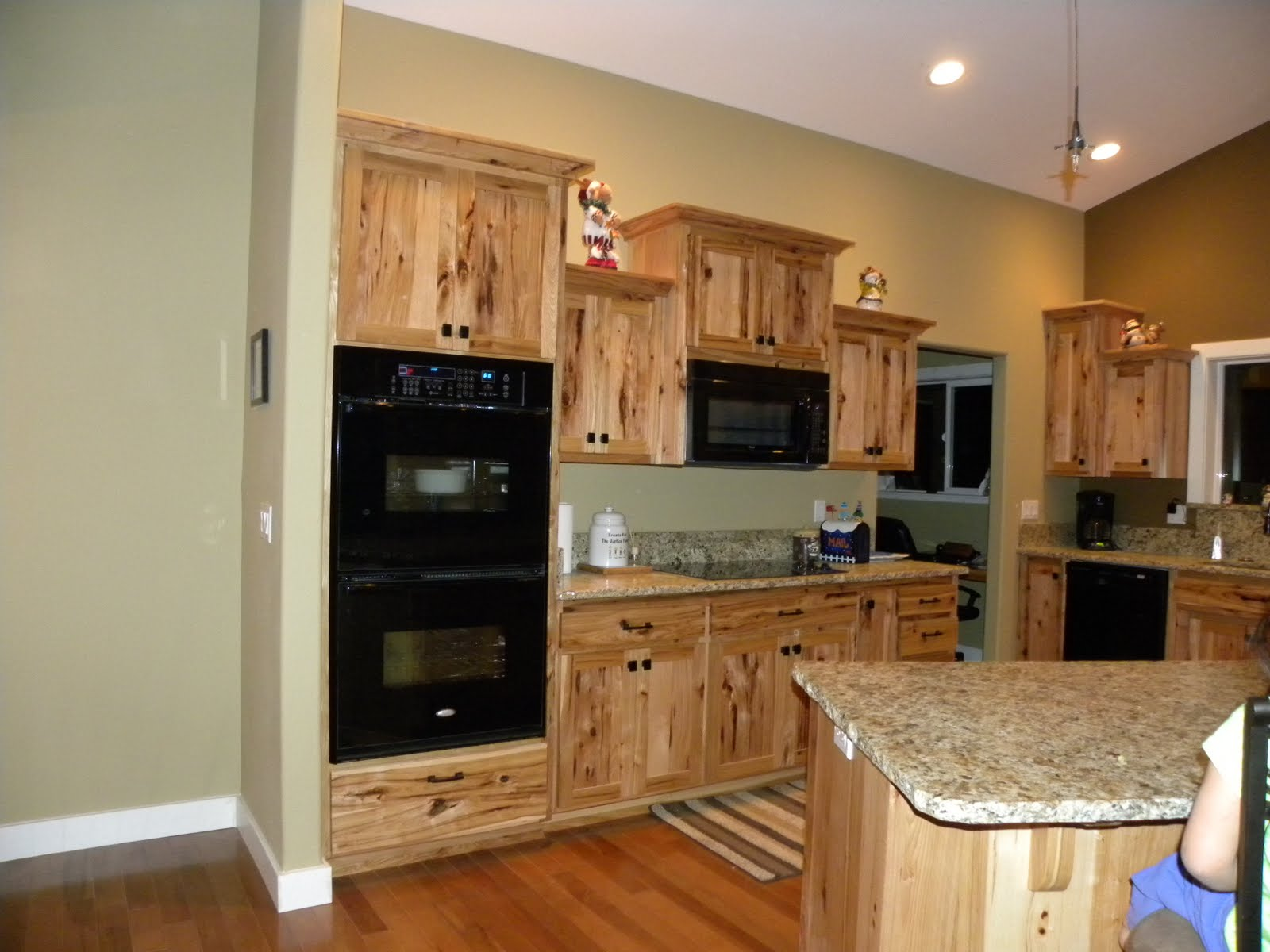 Hickory Shaker Style Kitchen Cabinets Blinds Scott River Custom Rustic