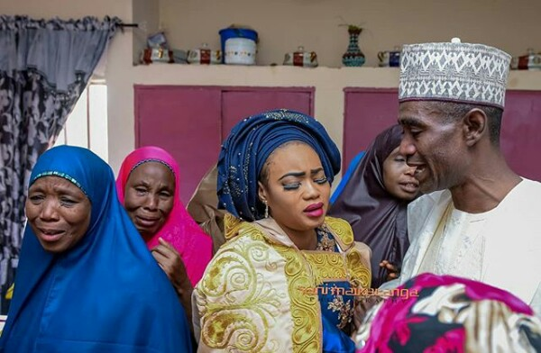 Father and daughter clung to each other, crying profusely during her wedding in Kano (photos)