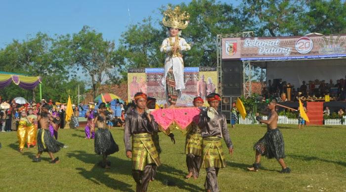 HUT Tuba Yang Ke 20 Pawai Budaya Pesona Seribu Tapis
